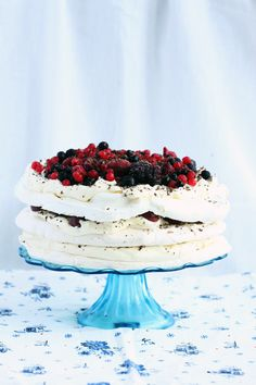 Meringue cake with chantilly and fruit advocaatowym