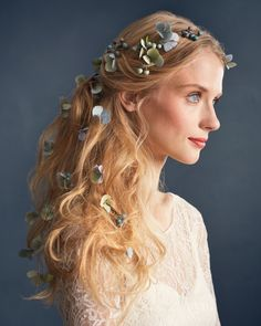 6 Other Ways to Wear Flowers on Your Wedding Day - Budding Beauty