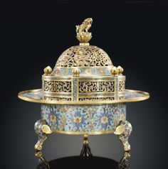 A CLOISONNÉ ENAMEL AND GILT BRONZE TRIPOD CENSER AND COVER -  17TH CENTURY