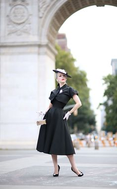 Today we're back at one of my favorite parks, a place so reminiscent of my days in Europe and looks as if it could be mistaken for somewh. Vintage 1950s Dresses, Retro Dress, Pin Up Car, Secret In Lace, Lady Jane, Vintage Gloves, Washington Square, Classic Outfits, Corsets