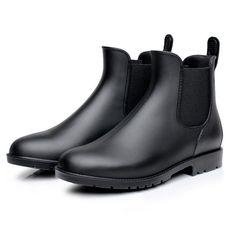 これ欲しい。雨の日用に。傘と荷物持ってる状態を考えると、履き脱ぎの際に手間のかからないデザインが良い。レインブーツ ショート丈 雨靴