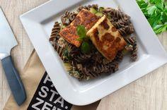 Thunfisch Mungobohnen Pasta mit Zucchini und Grillkäse 😋 #pastazeit #nudeln #pasta #mungobohnen #rezept #proteinrezept #pastarezept #nudelrezept #vegetarischesrezept #proteinessen #proteinnudeln #proteinpasta #eiweißrezept #vegetarisch #zucchini #grillkäse Zucchini, Beef, Food, Tuna, Browning, Noodles, Grilling, Summer Squash, Meat