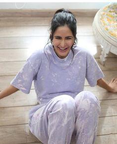 Priyanka Chopra Hot, Quiff Hairstyles, Yoga Photos, Indian Actress Hot Pics, Indian Actresses, Beautiful Bollywood Actress, Indian Celebrities, Katrina Kaif, Makeup Looks