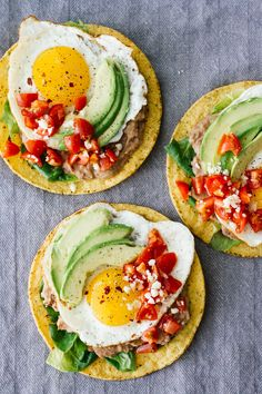 make eggs for husband. eggless with extra avoo for me Huevos Rancheros Breakfast Tostadas! Vegetarian and perfect for a quick and easy breakfast, lunch, or even dinner. Healthy Breakfast Recipes, Brunch Recipes, Healthy Eating, Healthy Recipes, Mexican Food Recipes, Vegetarian Recipes, Cooking Recipes, Breakfast Time, Breakfast Tacos