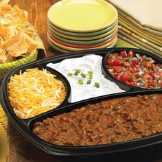 Feeding your team for the big game on Sunday? Order one of our many party platters like Chili, Cheese and Chips, online.