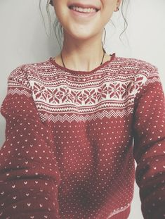 Christmas jumpers are never ugly, so try one out. (I need to embrace the new Christmas-jumper look, as I've never tried it out. Christmas Jumpers, Ugly Christmas Sweater, Holiday Sweaters, Winter Jumpers, Winter Sweaters, Mode Outfits, Winter Outfits, Looks Pinterest, Vintage Mode