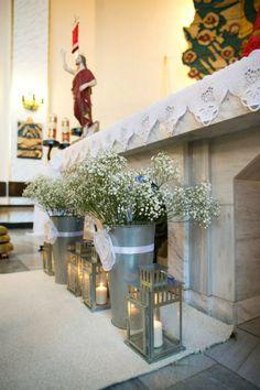 dekoracja przed ołtarzem w kościele