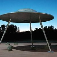 Everett, WA - Flying Saucer with Transporter Beam