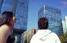 Open your eyes and look at the sky, I'm already coming...  Atento, mira hacia el cielo, ya voy en camino...