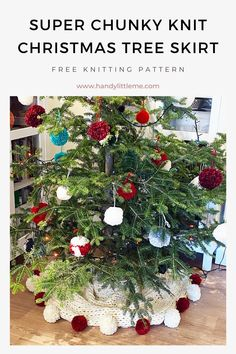Super Chunky Knit Christmas Tree Skirt Pattern. A Christmas tree skirt pattern that will make your Christmas decor look extra cosy! Hand-knit a super chunky tree skirt with this free knitting pattern. #Christmas #Christmastreeskirt #treeskirt #knitting #knittingpatterns #Christmastree Christmas Tree Skirts Patterns, Christmas Tree Crafts, Christmas Knitting Patterns, Winter Christmas, Christmas Decorations, Holiday Crafts, Free Knitting Patterns For Women, Knitting For Kids, Knitted Dog Sweater Pattern