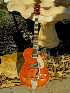 """This is the issue of Chet Atkins' 6121 w/a gorgeous Natural finish over its rare early """"Pine"""" Top, it is equipped with a pair of the earliest type D'Armond Guitar Amp, Cool Guitar, Steer Head, Chet Atkins, Gretsch, Leather Tooling, Guitars, Cow, Orange"""