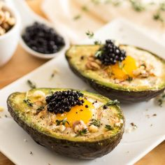 Eggs in avocado boats. Think baked eggs are dry and chewy and the yolks always get way overcooked? Wait 'til you try this technique! No oven needed either. Whole 30 Recipes, Clean Recipes, Paleo Recipes, Cooking Recipes, Banting Recipes, Meatless Recipes, Paleo Food, Yummy Recipes, The Menu