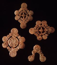 This group contains the slides from sites of Nymph, Olbia, Ordzhonikidze, Serven Brothers, Simferopol and Solokha. Most of remains art gold object for decoration. Human and animal motifs are widely used on these artifacts. /Simferopol/