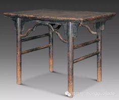 """清 黑漆夹头榫酒桌"""",为早期传统的案形酒桌,通体髹黑漆,古朴讲究。"""