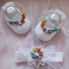 Hand Knitted Baby Girls Ballet Booties and matching headband Crochet Baby Shoes, Crochet Baby Clothes, Crochet Slippers, Cute Crochet, Crochet For Kids, Knitted Baby, Crochet Pattern, Baby Knitting Patterns, Baby Patterns
