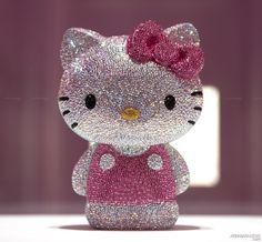 Hello Kitty Swarovski !!