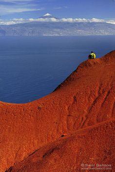 Isla de La Gomera (Teide al fondo). Canarias  Spain by Saul Santos Diaz
