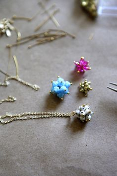 http://hellowhimsy.blogspot.co.uk/2015/12/tutorial-bead-clusters.html