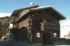 Il negozio Connection di Livigno Great Places, Cabin, Sunset, Nice, House Styles, Design, Home Decor, Italia, Home
