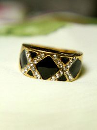 $10 Ebony and Gold Ring at https://shopsto.re/items/4015 #accessories #jewelry #rings