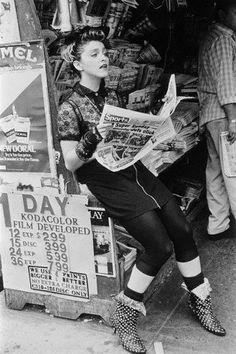 disco Madonna still from Desperately Seeking Susan, one of my favourite films. Madonna 80s Fashion, 1980s Madonna, Madonna Outfits, Madonna Movies, Madonna Costume, Madonna Music, Lady Madonna, Disco Fashion, Punk Fashion