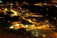 Centro de Laranjeiras - visão noturna.