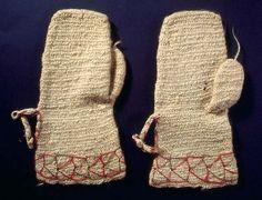 Nalbound mittens, Savitaipale, South Carelia, Finland. Prior to 1902. Length 29 cm, width 9-14.5 cm.