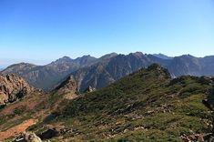 Corsica - Lacs Naturels - Lac du Ceppu (Lavu di u Ceppu en corse)(en bas, à gauche) Massif du Monte Cinto devant les sommets fermant la vallée de la Tartaghjine et le cirque de Bonifatu Massif du Monte Cinto, dans le bassin hydrologique de la Figarella sur la commune de Calenzana, dans la forêt territoriale de Bonifatu.Il est situé au Nord-est du Capu a u Ceppu (1 951 m), à 1 793 m d'altitude.Le lac du Ceppu est sur le bassin versant de la Figarella, comme le lac de la Muvrella.