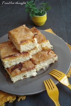 Food for thought: Αφράτη Τυρόπιτα με Φύλλο Κρούστας Greek Beauty, Savory Muffins, Greek Cooking, Greek Recipes, Food For Thought, Waffles, Main Dishes, French Toast, Food Porn