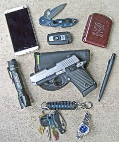 We want to see what you're carrying around every day. Despite the title, it can be from your purse too. Just unload all the stuff you carry, take a picture, and submit. Rifles, Edc Tactical, Everyday Carry Gear, Edc Knife, Edc Tools, Edc Gear, Hand Guns, Just In Case, Mens Fashion