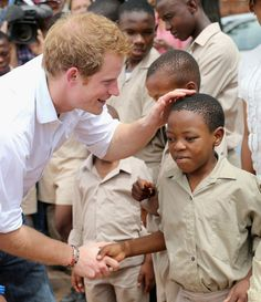 Prince Harry visits the St. Bernadette's Center for the Blind, which is supported through his charity Sentebale. Harry founded the charity with Prince Seesio of Lesotho. Prince Harry Et Meghan, Prince Harry Photos, Prince William And Harry, Prince Henry, Harry And Meghan, Princesa Diana, Children In Africa, Princess Diana Pictures, British Royal Families
