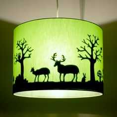 Lampshades with papercutting Silhouettes, Stencil, Old Lamps, Vinyl Decor, Light Crafts, How To Make Light, Kidsroom, Lamp Shades, Decoration