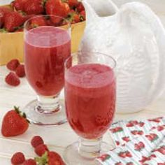Berry Fruity Punch...raspberries, strawberries watermelon and honeydew...contest winning recipe Refreshing Drinks, Summer Drinks, Cocktail Drinks, Malibu Drinks, Berry Punch, Fruit Punch, Winter Melon, Fruit Drinks, Non Alcoholic Drinks