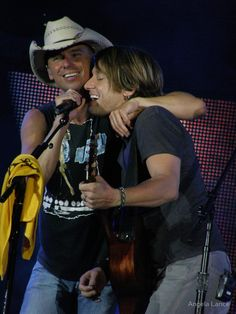 Kenny Chesney & Keith Urban - Heinz Field - by Angela Lance Famous Country Singers, Country Western Singers, Country Music Artists, Country Music Stars, Country Boys, Kenny Chesney Come Over, Carol Bennett, Kenney Chesney, Jake Owen
