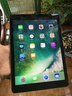 Nice iPad Air 2017: Ipad air 2 64gb wifi màu xám máy đẹp mới 99% sách tag từ Mỹ...  Trangwebraovat.com Check more at http://mytechnoshop.info/2017/?product=ipad-air-2017-ipad-air-2-64gb-wifi-mau-xam-may-dep-moi-99-sach-tag-tu-my-trangwebraovat-com