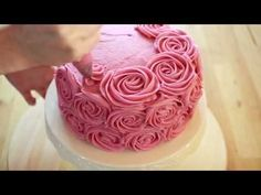 Baby Shower Cakes And Frosting Recipes Cake Icing Tips, Cake Decorating Frosting, Easy Cake Decorating, Cake Decorating Tutorials, Frosting Recipes, Fondant Wedding Cakes, Fondant Cakes, Cupcake Cakes, Cake Decorating For Beginners
