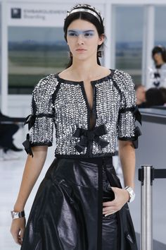 Chanel Spring 2016 Ready-to-Wear Fashion Show - Left