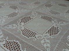Filomena Crochet and Others Lavores: - A banquet tablecloth Crochet Fabric, Crochet Quilt, Crochet Tablecloth, Crochet Motif, Crochet Doilies, Crochet Stitches, Knit Crochet, Crochet Patterns, 5 Diy Crafts