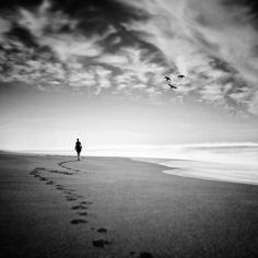 ... Monochrome Photography, Black And White Photography, A Moment In Time, Shadow Art, Loneliness, Art Inspo, Lonely, Dark, Beach