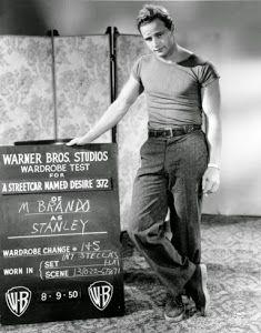 T-shirt alias kaos oblong mulai dipopulerkan sewaktu dipakai oleh Marlon Brando pada tahun 1947, yaitu ketika ia memerankan tokoh Stanley Kowalsky dalam pentas teater dengan lakon A Streetcar Named Desire karya Tenesse William di Broadway, AS