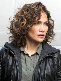 The Beauty Breakdown: Celebs Who Rock Their Curly Hair | People - Jennifer Lopez