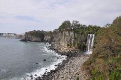 difference b/w Jeongbang Waterfall & Cheonjiyeon Waterfall with location links