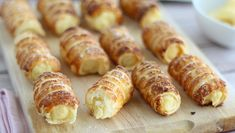 Cannoli with vanilla pastry cream - Cannoli alla crema pasticcera, Ptitchef Recipe - [CANNOLI PASTRY CREAM] For dessert, we treat ourselves to a sweet and especially gourmet Italian sp - Creme Custard, Custard Filling, Vanilla Custard, Custard Desserts, Puff Pastry Sheets, Puff Pastry Recipes, Mousse Cake, 20 Min, Italian Recipes