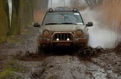 Jeep KJ jeeptour keizer Karel 2015 mud serie 1 of 4. Holland