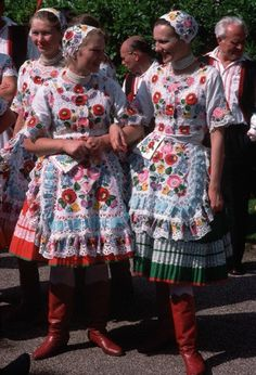 Hungarian handmade embroidery of region Kalocsa, county Bács-Kiskun Folk Costume, Costumes, Folklore, Hungarian Women, Costume Ethnique, Art Populaire, Hungarian Embroidery, Folk Dance, We Are The World
