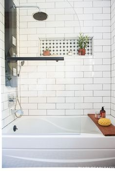 Makeover of the guest bathroom in a very cool style This is a jaw dropping bathroom makeover. Modern, chic bathroom makeover with lots of cool design. Upstairs Bathrooms, Chic Bathrooms, Amazing Bathrooms, Master Bathroom, Dyi Bathroom, Design Bathroom, Bathroom Storage Solutions, Small Bathroom Storage, Shower Storage