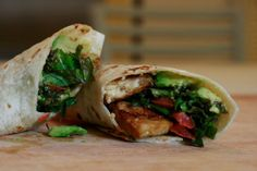 Spicing Miso tempeh on kale avo wraps. Flavorful and filling, these wraps are great for a lunch on the go or a satisfying dinner. Raw Vegan Recipes, Vegetarian Recipes, Cooking Recipes, Healthy Recipes, Vegetarian Wraps, Healthy Food, Vegan Ideas, Tofu Recipes, Entree Recipes