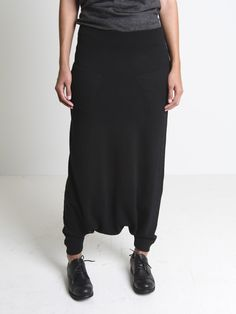 Forme D'Expression, trapeze wool pant with side pockets, ribbed knit at ankles and waistband