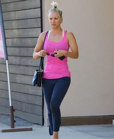 37 Kaley Cuoco Ideas Kaley Cuoco Johnny Galecki Gym Attire