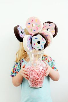 DIY Donut Bouquet, an easy craft perfect for National Donut Day, a brunch party or a just a table centerpiece! And a great mother daughter craft if you get in the mood! ---/ this would be cool to make a garland out of these instead of a bouquet Donut Party, Donut Birthday Parties, Birthday Party Themes, Birthday Ideas, Birthday Party Centerpieces, Mother Daughter Crafts, Simpsons Party, Party Mottos, Diy Donuts